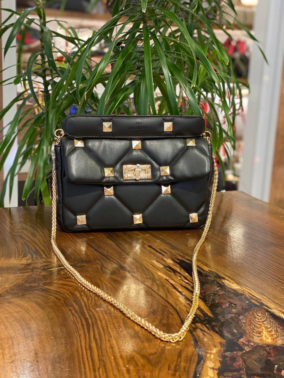 Женская сумка/чёрная сумка/модная сумка с шипами Valentino (люкс копия).