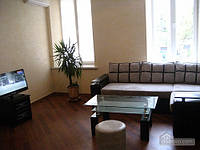 Светлая квартира в центре, 2х-комнатная (66915)