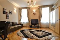 Квартира с видом на Пассаж, 3х-комнатная (64790)