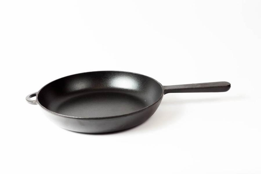 Сковорода чугунная  с литой   ручкой, d=240мм, h=40мм, эмалированная, матово-чёрная