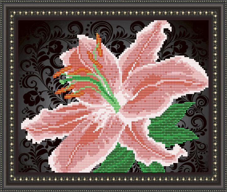 """Рисунок на ткани для вышивания бисером """"Лилия на черном"""""""