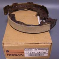 Колодки ручного тормоза  Ниссан Кашкай j10 44060-CY025