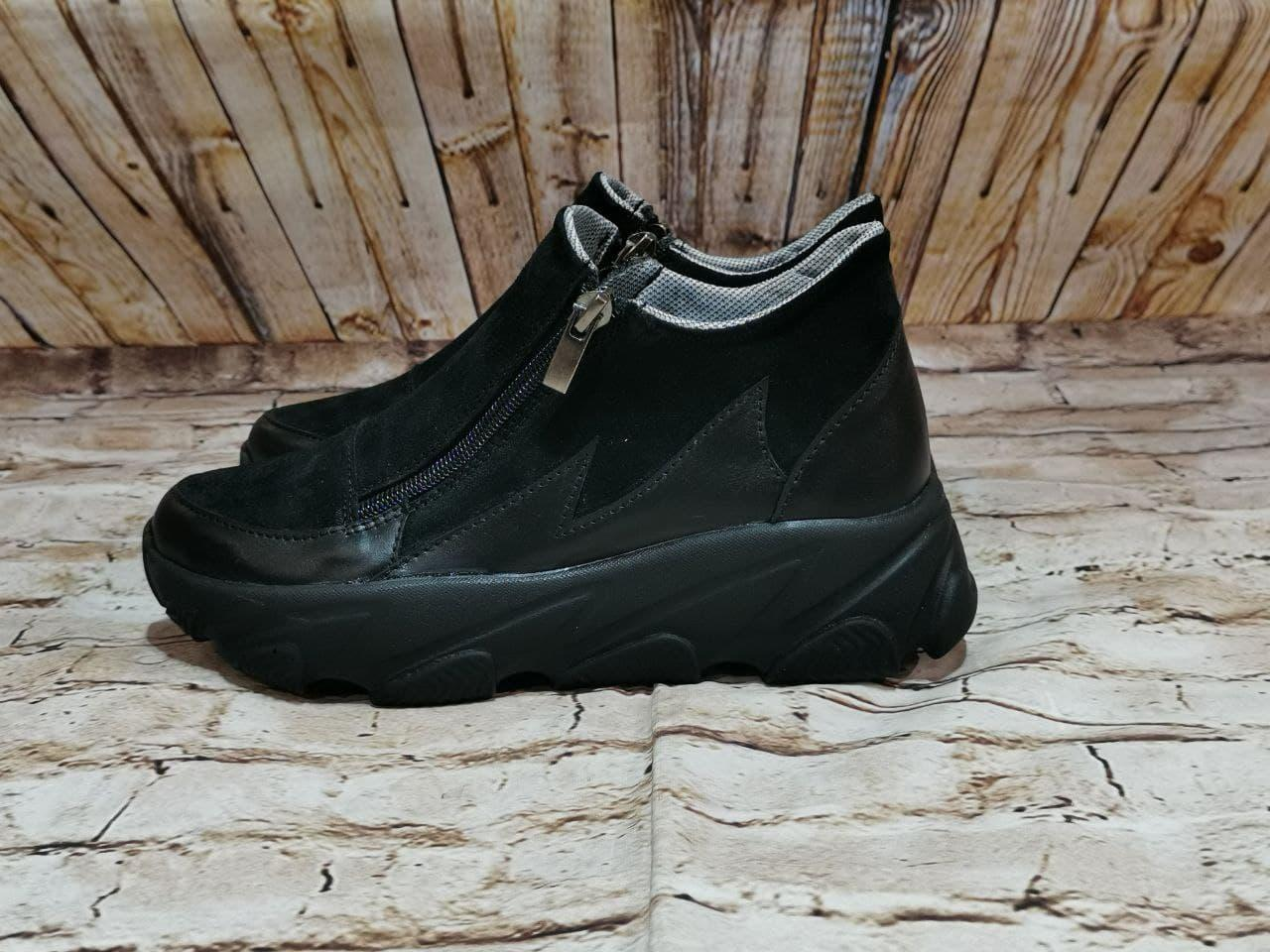 Жіночі високі класичні чорні замшеві черевики на блискавці