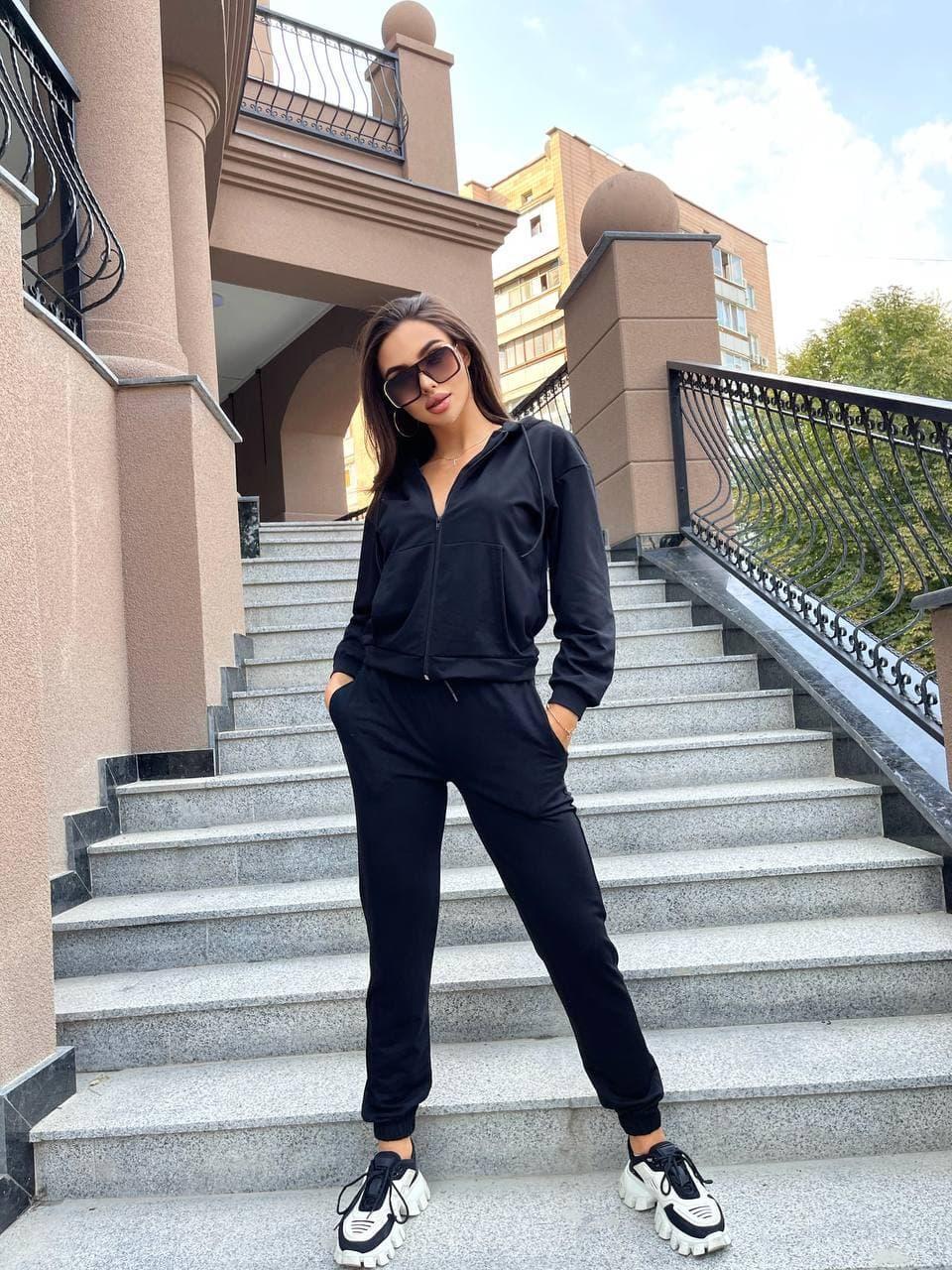 Женский черный спортивный костюм трикотажный