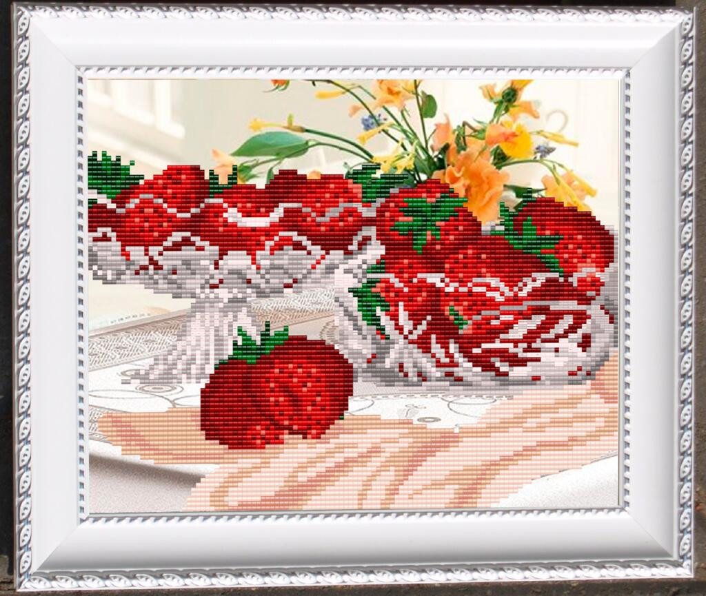 """Рисунок на ткани для вышивания бисером """"В хрустале. Клубника"""""""
