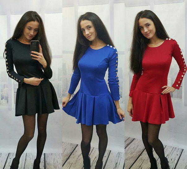 Платье молодежное на рукавах кнопки