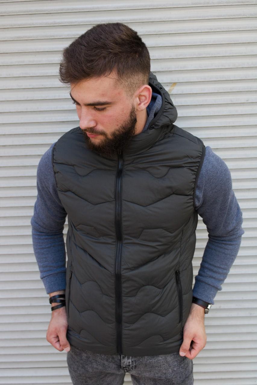 Утеплённая мужская жилетка со съёмным капюшоном хаки цвета   100% нейлон + синтепон 150