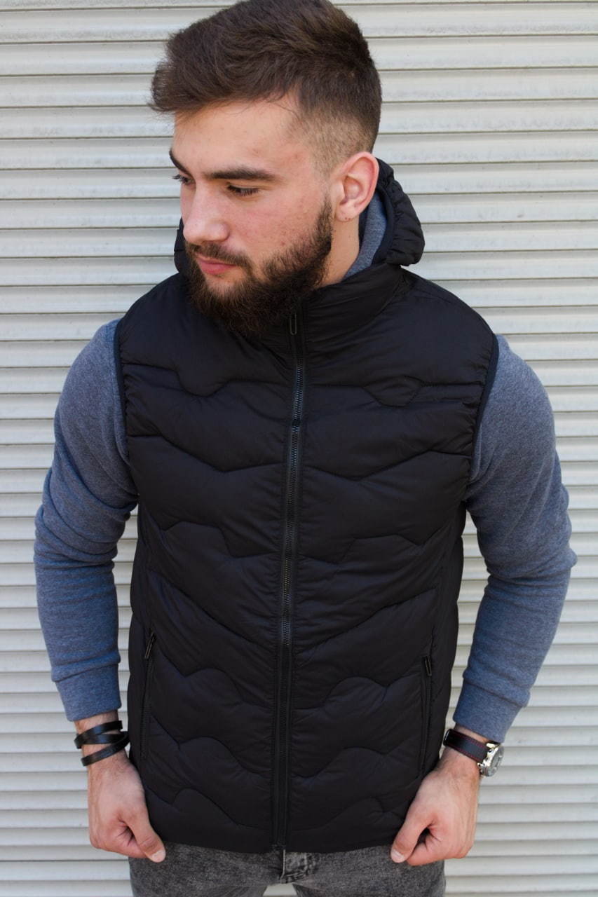 Чёрная утеплённая мужская жилетка со съёмным капюшоном | 100% нейлон + синтепон 150