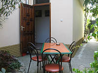 Домик для отдыха в Ялте, 2х-комнатная (37865)