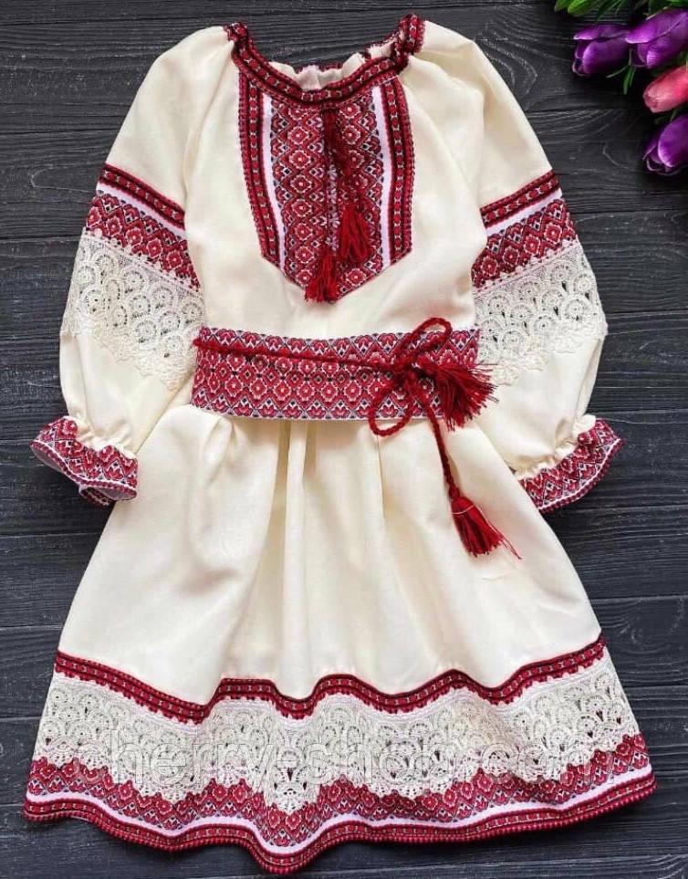 Нарядне плаття для дівчинки з вишивкою та мереживом бежевого кольору з червоною вишивкою