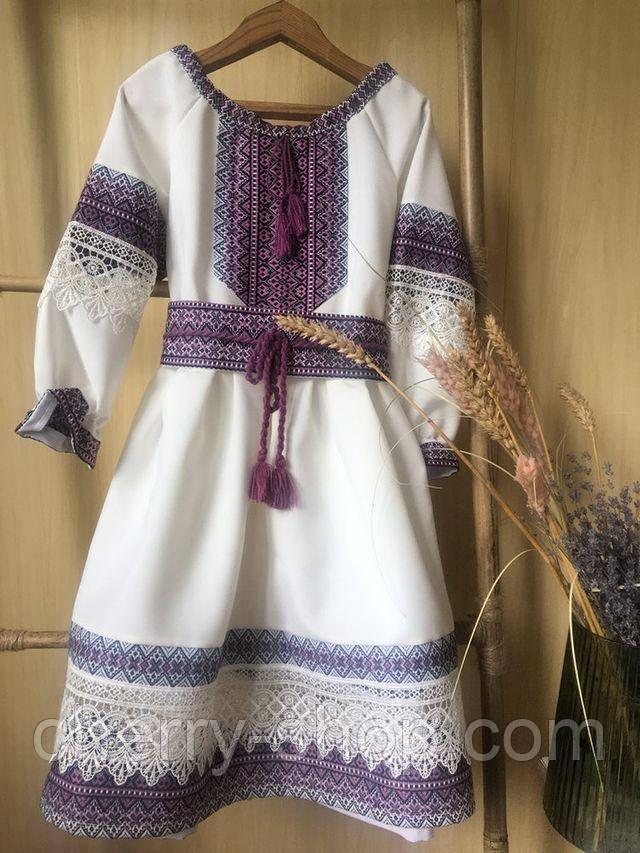 Нарядное платье для девочки с вышивкой и кружевом бежевого цвета с фиолетовой вышивкой