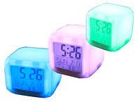 """Часы """"Квадратик"""" меняющий цвет с термометром UFT Clock Kub"""