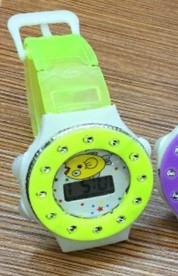 Детские электронные наручные часы 72208