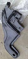 Кронштейн рычага подвески передней правый 1400526180
