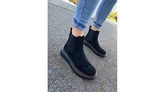 Женские ботинки челси черные замшевые на высокой платформе с резинками по бокам утепленные 36-41