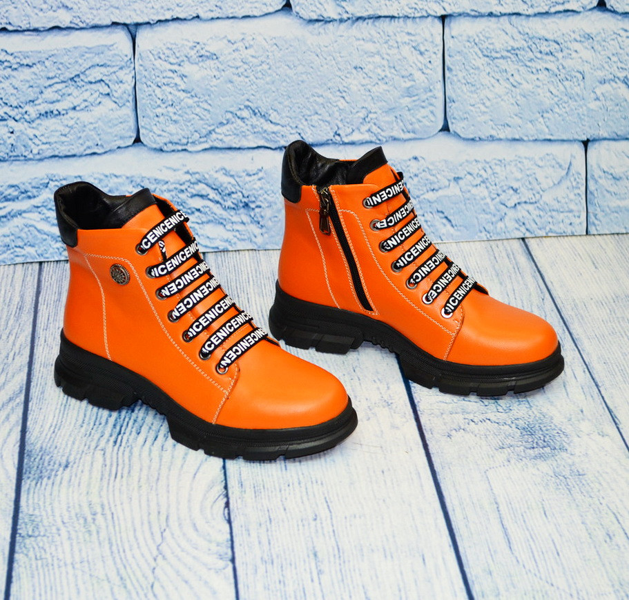 Яркие женские  ботинки оранжевые, размеры 39