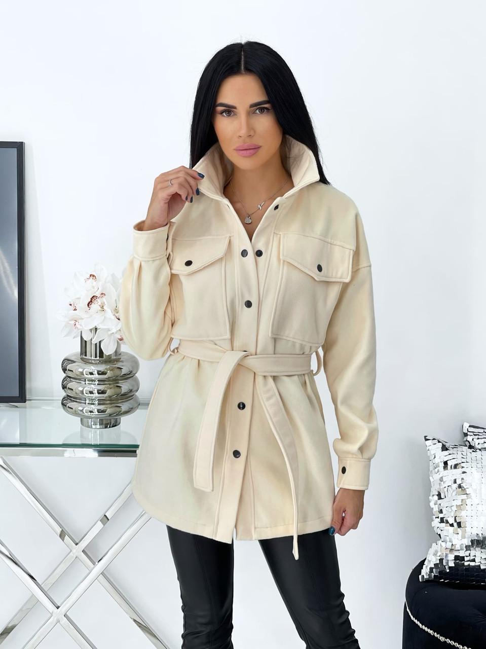 Класичне кашемірове жіноче пальто на заклепках і поясі