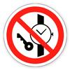 """Заборонний знак """"Забороняється мати при (на) собі металеві предмети (годинники тощо)»."""
