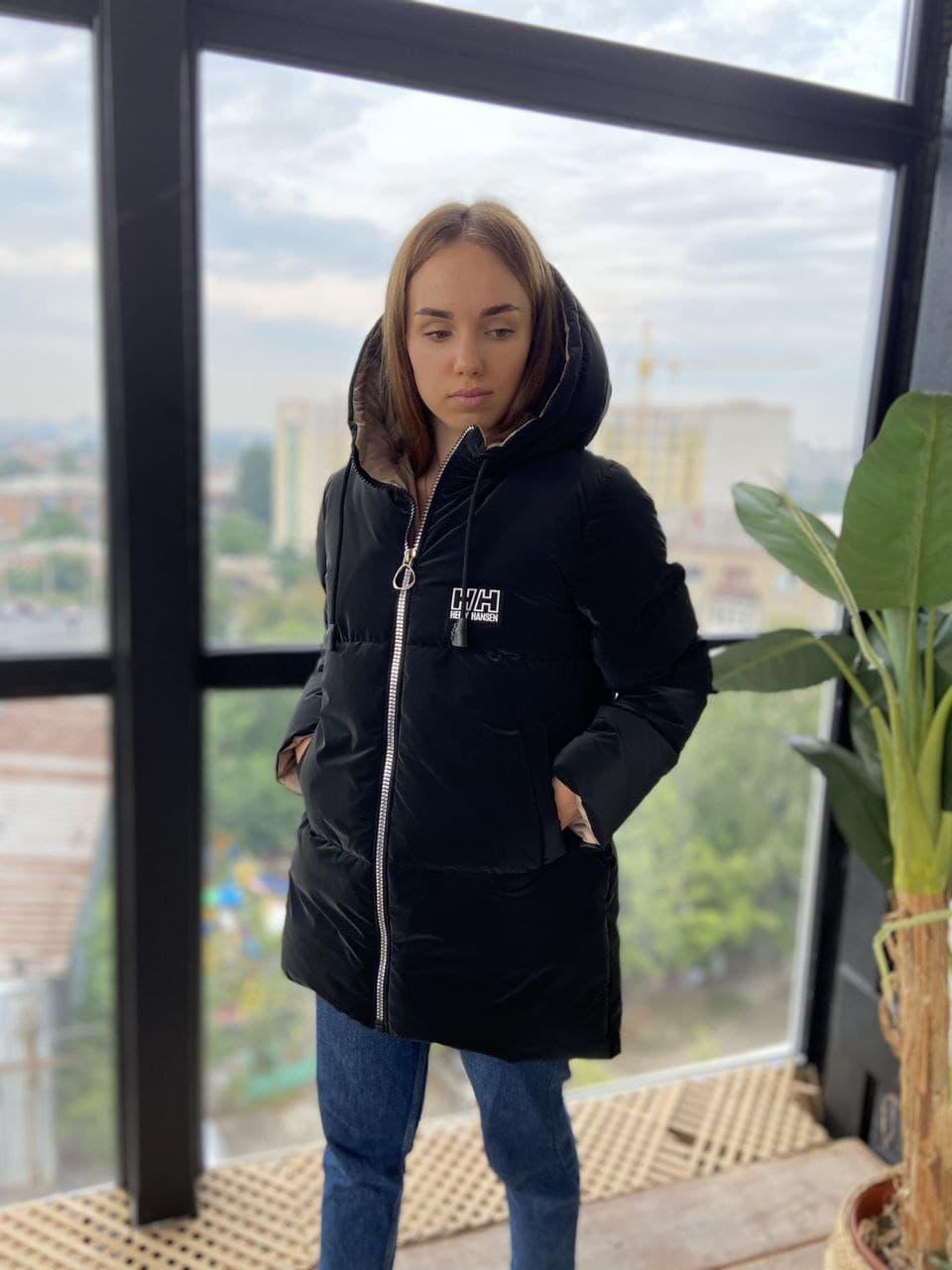 Чорна зимова жіноча куртка з капюшоном з оксамиту