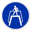 Предписывающий знак «Переходить по надземному переходу».