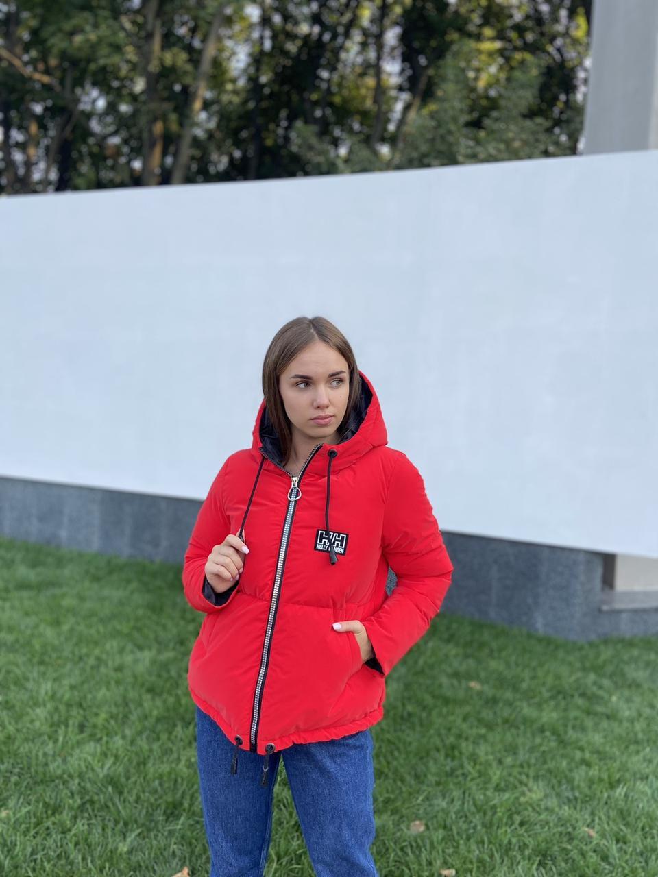 Яскрава червона зимова дута куртка з капюшоном з оксамиту