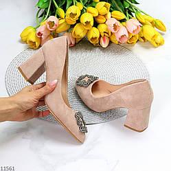 Нарядные бежевые замшевые женские туфли с декором на устойчивом каблуке 36-23,5 см