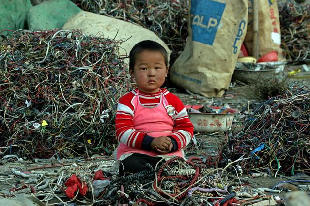 свалка электронного мусора в китае