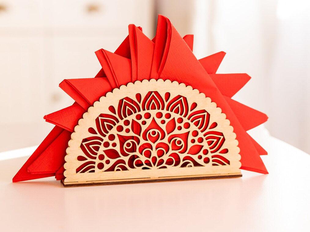 Декоративная подставка под салфетки деревянная. Салфетница из фанеры.