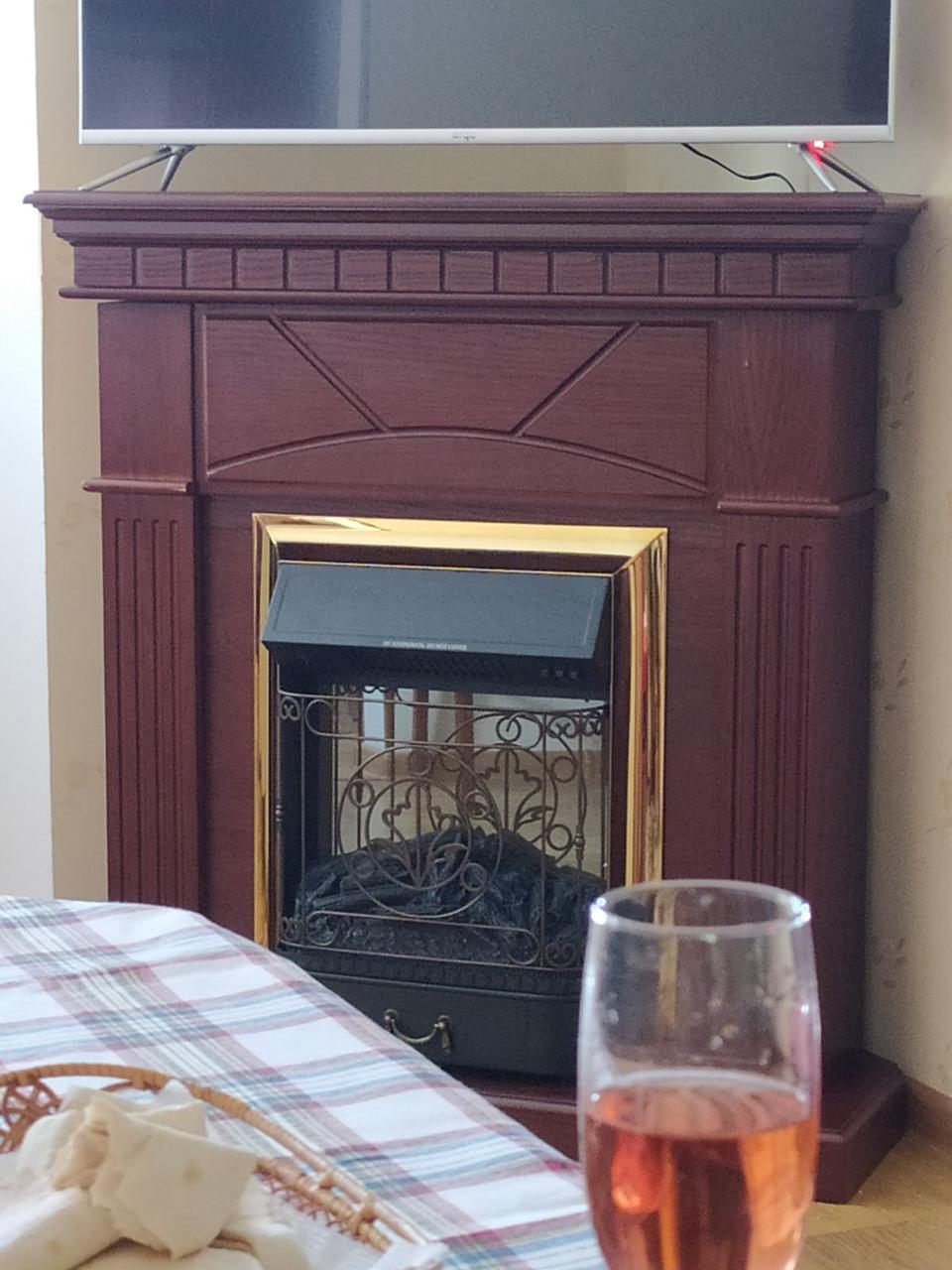 Напольный каминокомплект Fireplace Индия Венге с эффектом мерцающих дров со звуком и обогревом