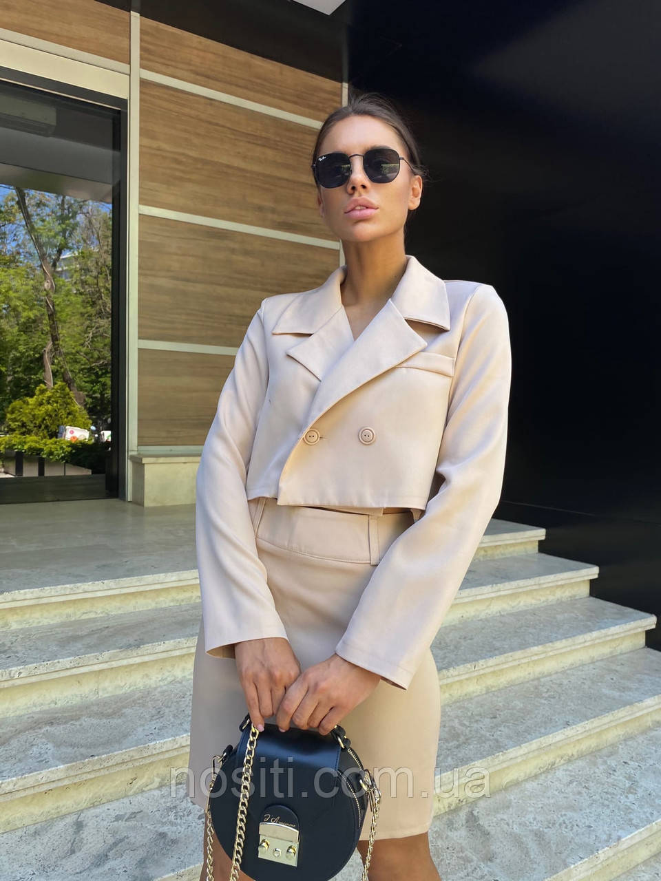 Женский костюм юбка и укороченный пиджак