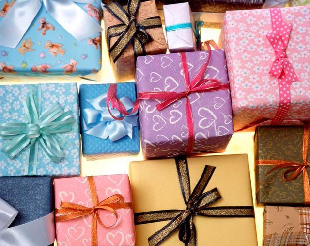 Упаковка для подарков (коробки, пакеты)