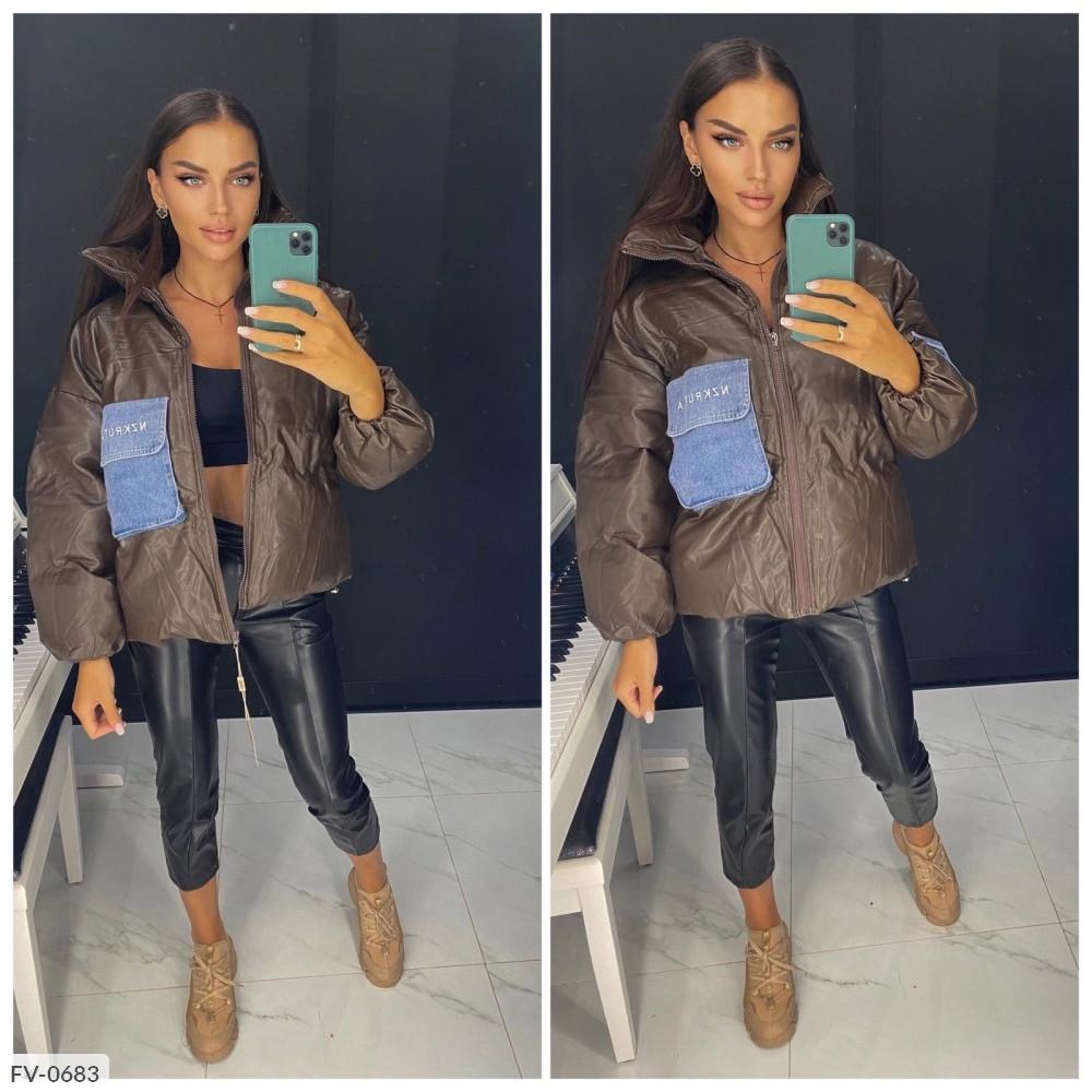 Женская кожаная теплая куртка с накладным карманом