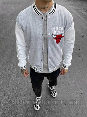 Чоловік бомбер світло сірий Chicago Bulls Чикаго Буллз на кнопках