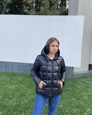 Черная демисезонная дутая женская куртка с капюшоном