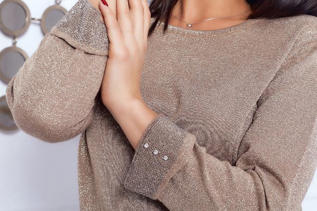Нежный женский вязаный свитер с люрексом