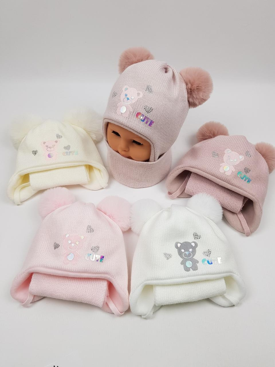 Детские польские зимние вязаные шапки на флисе с завязками и помпоном оптом для девочек, р.42-44, Ambra