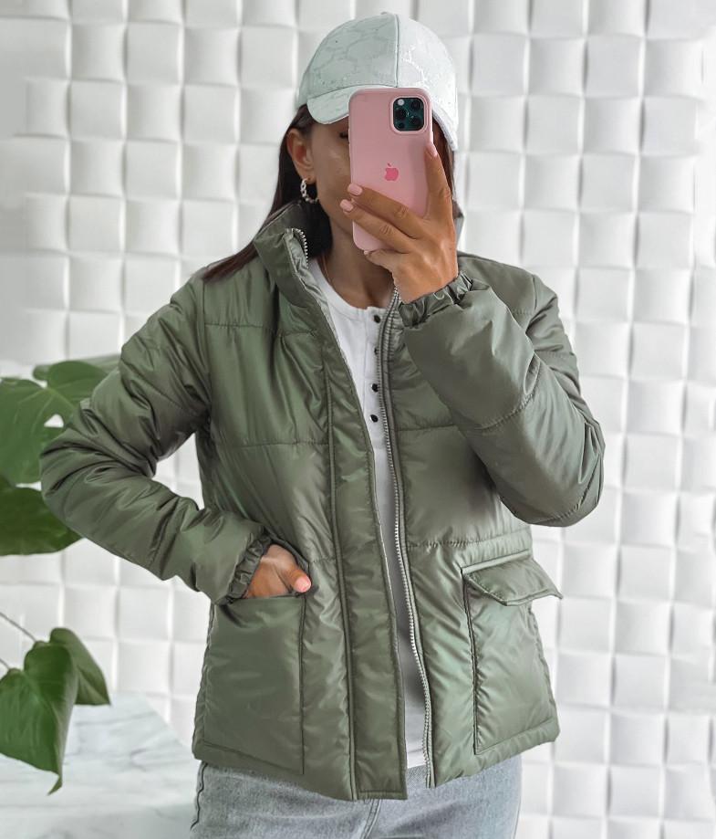 Жіноча демісезонна куртка з накладними кишенями