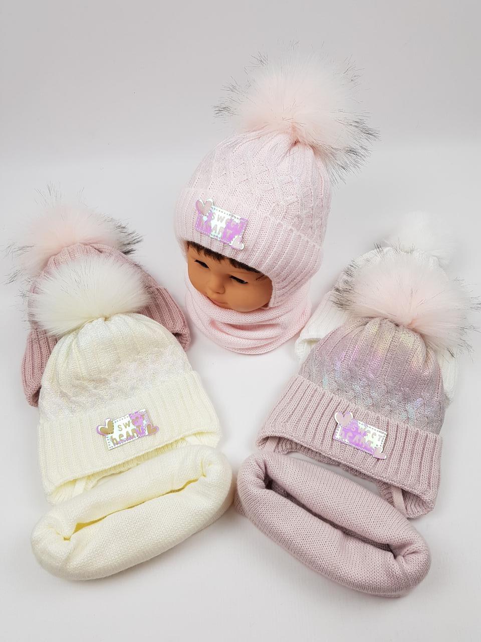Детские польские зимние вязаные шапки на флисе с завязками и помпоном оптом для девочек, р.46-48, Ambra