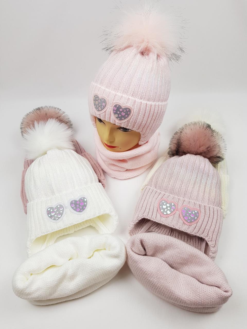 Дитячі польські зимові в'язані шапки на флісі з завязками і помпоном оптом для дівчат, р.48-50, Ambra