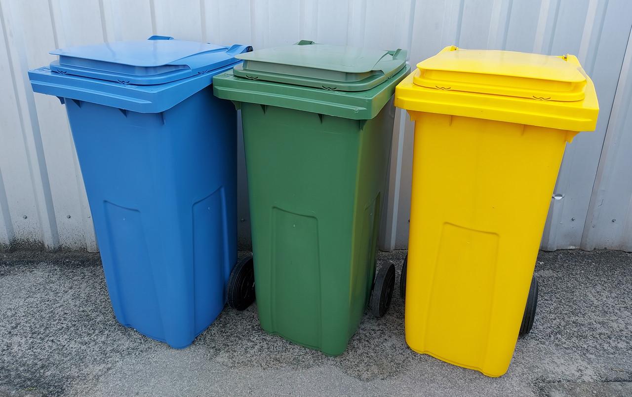 Пластиковий бак для сміття 120 л.