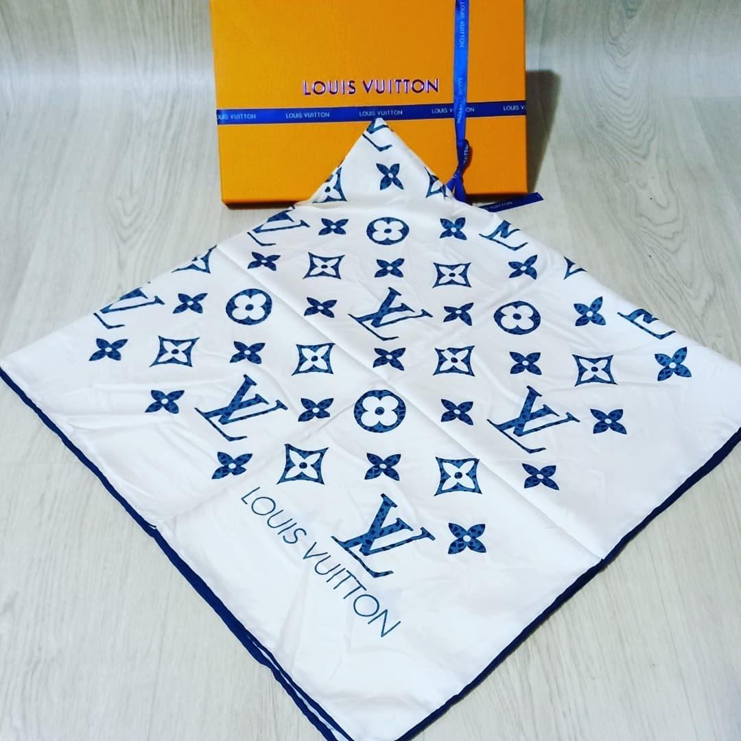 Шелковый платок женский бренд Louis Vuitton