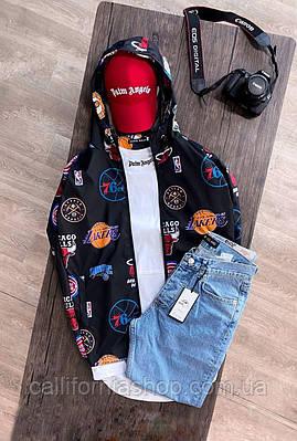 Ветровка мужская черная с баскетбольными эмблемами с капюшоном молодежная демисезонная
