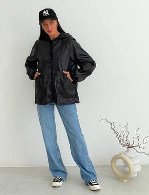 Легкая женская черная ветровка с капюшоном