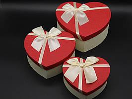 Коробка подарочная сердце с бантиком. Три шт/комплект. Цвет бело-красный. 22х20х9см.