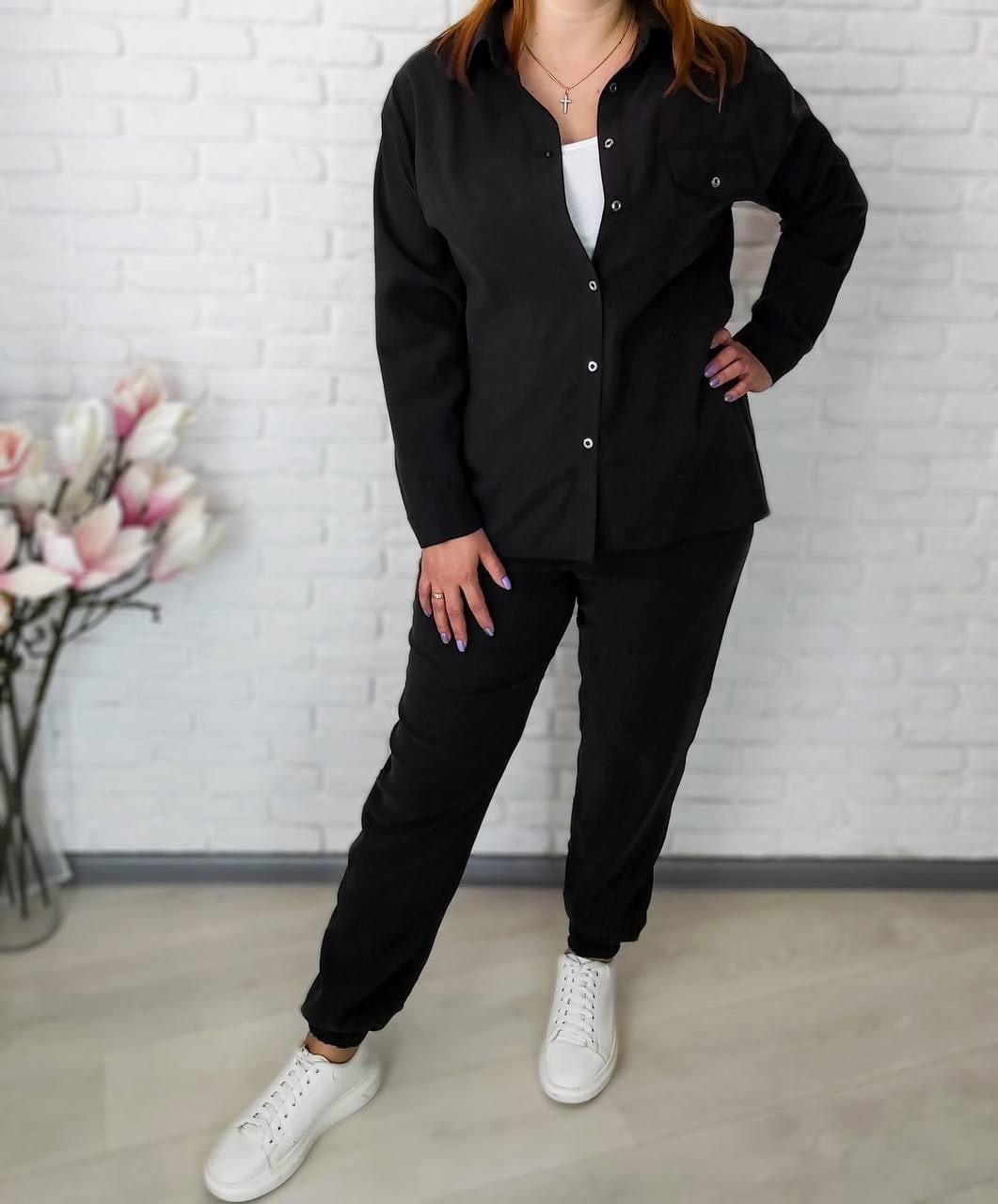 Женский костюм с рубашкой и брюками больших размеров
