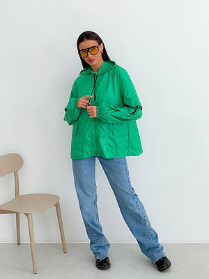 Свободная зеленая ветровка с капюшоном женская