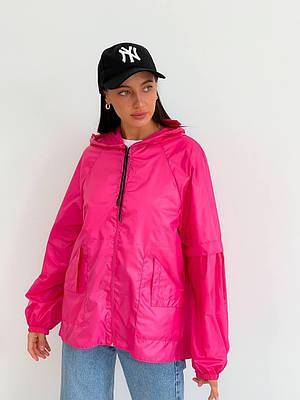 Яркая розовая молодежная ветровка с капюшоном