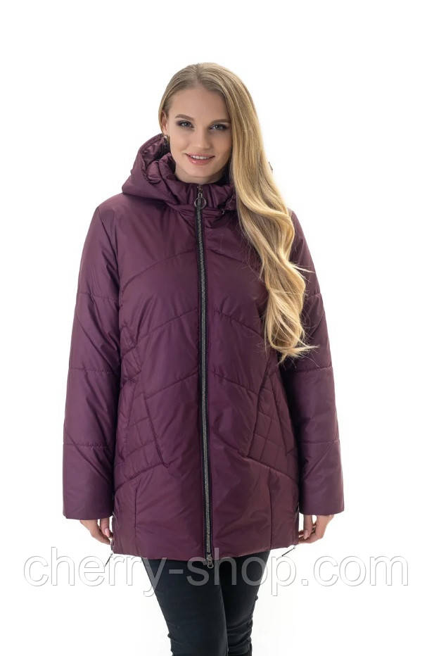 Стильна жіноча куртка великих розмірів з капюшоном кольору марсала , розмір 52-70