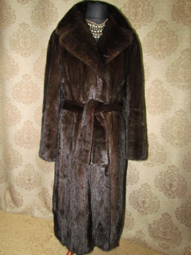 Шуба норковая коричневая с поясом. Б.у. Размеры:  Размер изделия: 48-50 Ширина плеч ― 45 см. Длина рукава ― 65 см. Обхват груди ― 110 см. Длина шубы ― 120 см.