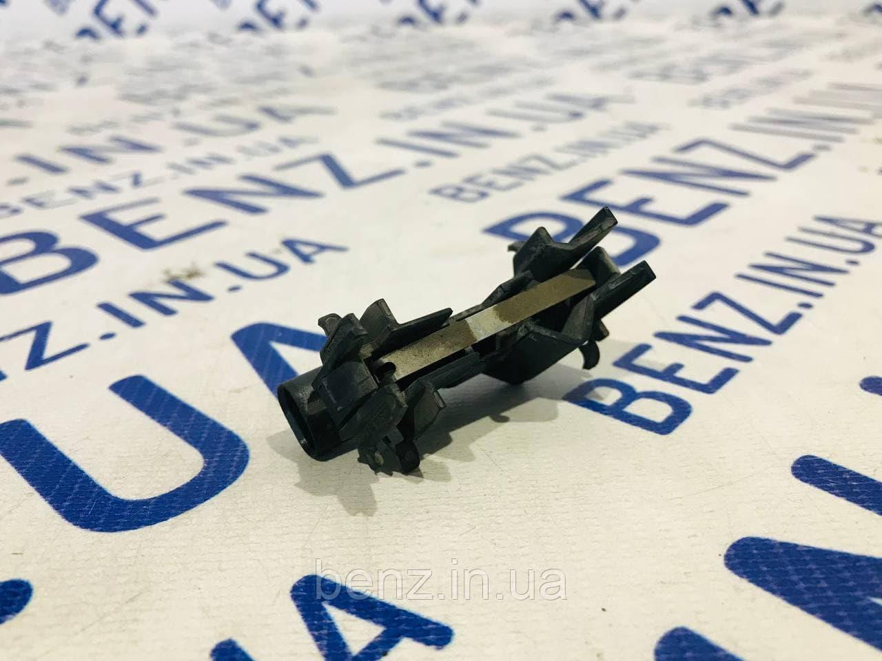 Кінцевик капота Mercedes C219, W164, X164, W211 A2038219251